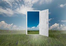 Öppen dörr till överallt Arkivbild