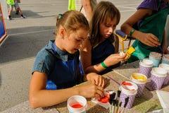 Öppen dag av Sberbank för barn artikulera Tyumen fotografering för bildbyråer