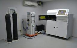 Öppen funktionsduglig kammare av en laser som sintrar maskinen för metall royaltyfria foton