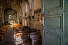 öppen kyrklig dörr Arkivfoto