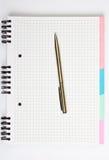 öppen penna för bok Arkivfoton