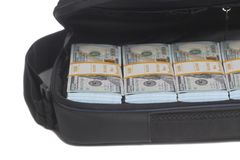 Öppen portfölj med hundra dollar räkningar royaltyfri bild