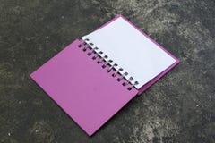 Öppen rosa färgbok Royaltyfri Bild