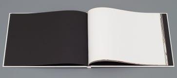 öppen sida s för bok arkivfoto