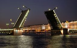 öppen slottsikt för bro arkivfoton