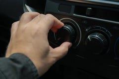 Öppen strömbrytareluft för man i bil Arkivfoton