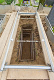 öppen tom grav för kyrkogård Royaltyfria Foton
