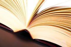 Öppet bokabstrakt begrepp Arkivfoton