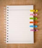 Öppet dagbokcirkellimbindning och trägem royaltyfri fotografi