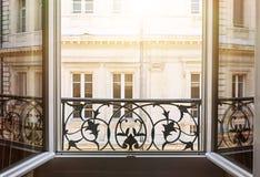 Öppet fönster i Toulouse Royaltyfri Foto