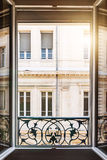 Öppet fönster i Toulouse Royaltyfri Fotografi