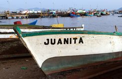 Öppet fartyg på kustframdel på Chimbote, Peru Arkivbilder