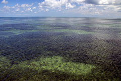 Öppet hav med blå himmel Fotografering för Bildbyråer