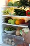 Öppet kylskåp mycket av sund vegetarisk mat royaltyfria foton