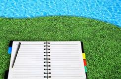 öppet ställe för gräsanteckningsbok Arkivfoton