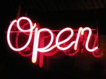 öppet tecken för neon Royaltyfri Foto
