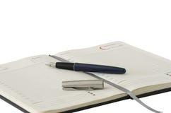 Öppna anteckningsboken och skriva royaltyfria foton