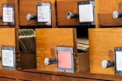 Öppna askar i det gamla arkivet Royaltyfri Foto