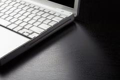 Bärbar dator kantar Royaltyfri Fotografi