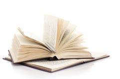 Öppna böcker och pennan Royaltyfria Bilder