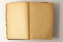 Öppna bakgrund för den gamla boken. Royaltyfri Foto