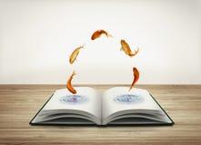 Öppna boken med guldfisken Royaltyfri Foto