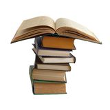 Öppna boken på en bunt av böcker Fotografering för Bildbyråer