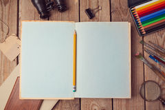 Öppna boksidor förlöjligar upp för konstverk eller logodesignpresentation Royaltyfri Foto