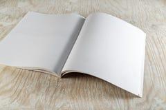 Öppna broschyren Arkivfoton