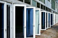 Öppna dörrar för vit i rullar arkivfoto