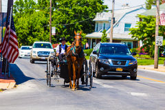 Öppna den Amish barnvagnen i Strasburg Fotografering för Bildbyråer