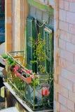 Öppna den gamla balkongen i solen Arkivfoto