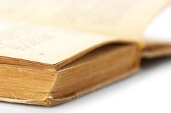 Öppna den gammala boken Arkivfoto