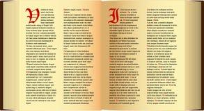 Öppna den gammala boken med text Arkivbilder
