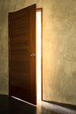 Öppna den ljusa dörren Fotografering för Bildbyråer