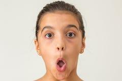 Öppna den tonåriga flickan för munnen Royaltyfri Fotografi