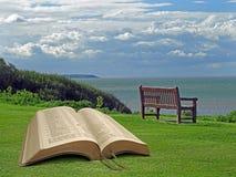 Öppna det andliga fredkungariket för bibeln av guden arkivfoton