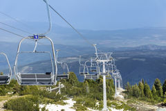 Öppna elevatorn som leder till de sju rilskisjöarna i Bulgarien, det Rila berget Arkivfoto