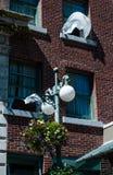 Öppna fönster för hotell med vind blåste gardiner Royaltyfria Foton