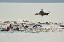 öppna för startbad för race s kvinnor för vatten Royaltyfria Bilder