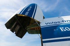 Öppna flygplan för strålen för rampen för främre päfyllning Antonov An-124 Ruslan Arkivfoto