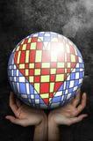 Öppna händer upp att motta en världsboll med inom en konstnärlig hjärta Kan användas som en vykort Royaltyfria Bilder
