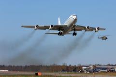Öppna himlar Boeing OC-135B 61-2672 som tar av på den Kubinka flygvapengrunden Arkivbild