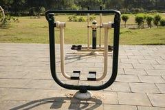 Öppna idrottshallen i en trädgård Royaltyfri Foto