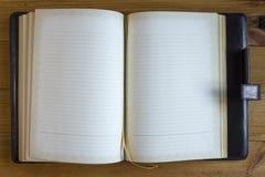 Öppna kontorsanteckningsboken arkivbild