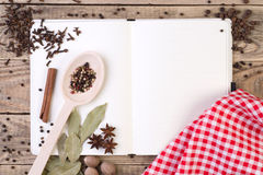 Öppna matlagningboken Royaltyfri Bild