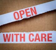 Öppna med omsorgpacken Arkivfoton