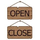 Öppna nära tecken som göras av trä Arkivbilder