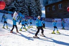 Öppna nytt skidar säsongen 2015-2016 i Bansko, Bulgarien Royaltyfri Foto