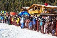 Öppna nytt skidar säsongen 2015-2016 i Bansko, Bulgarien Royaltyfria Foton
